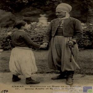 Jeune Arabe et Saphis Indigène / Ethnographie Vestimentaire.
