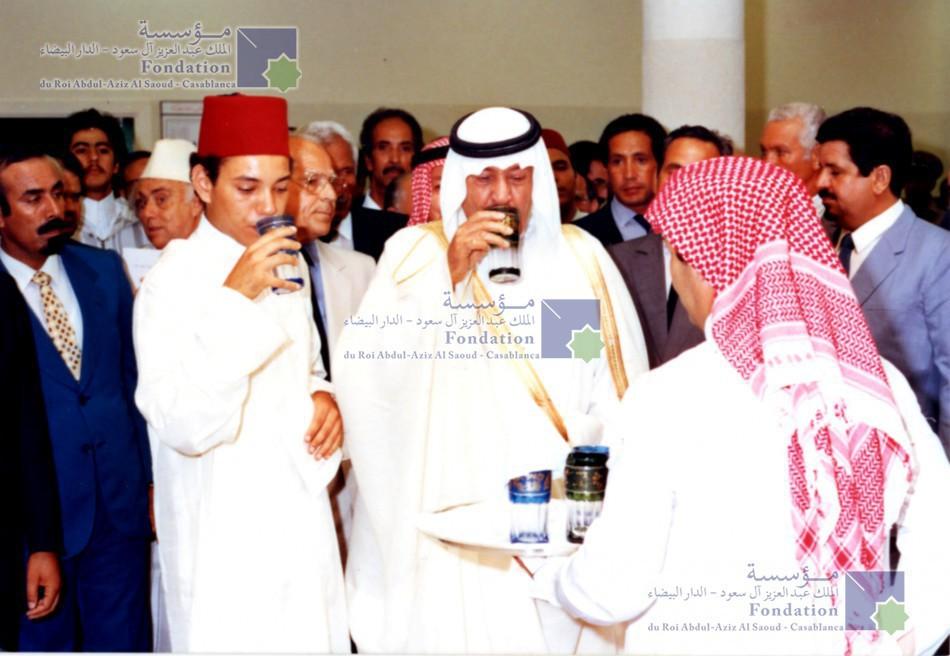 الملك عبد الله بن عبد العزيز، رحمه الله، يستقبل في مقر إقامته بالدار البيضاء، الملك  محمد السادس الذي كان وليا للعهد آنذاك في الدار البيضاء قبل حفل تدشين المؤسسة