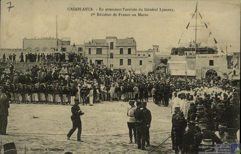 CASABLANCA - En attendant l\'arrivée du Général Lyautey 1er Résident de France au Maroc