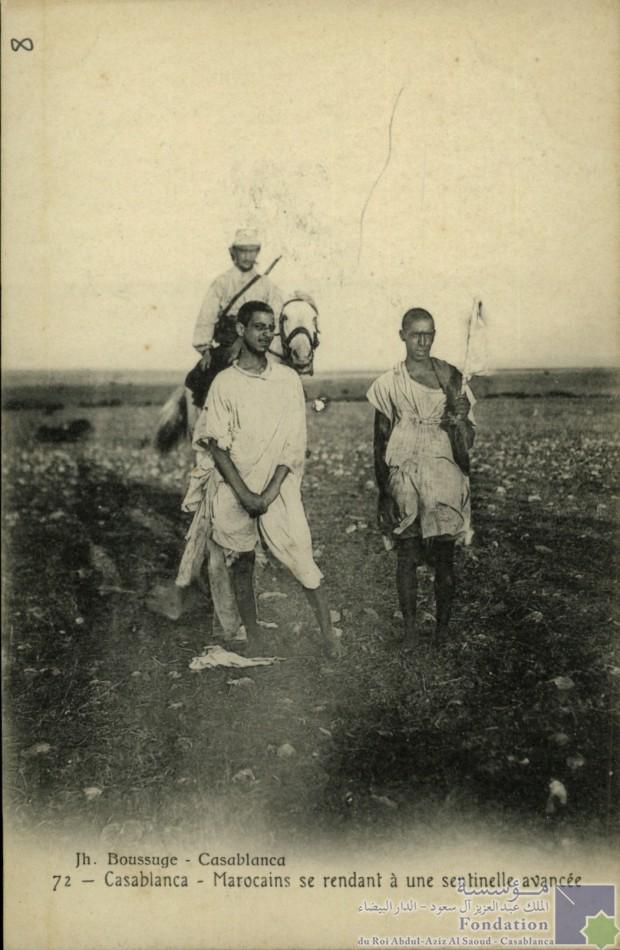 Casablanca - Marocains se rendant à une sentinelle avancée